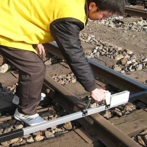 汽车万博网页版手机登录设备可将轨距尺按其准确度分成三个等级