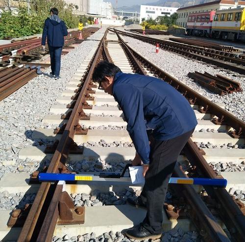 量规是铁路建设和铁路日常维护中常用的工具之一